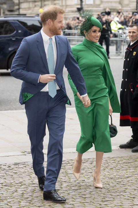 Green, Suit, Fashion, Street fashion, Human, Footwear, Outerwear, White-collar worker, Walking, Uniform,