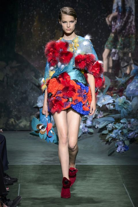 Fashion show, Dress, Red, Style, Runway, Fashion model, One-piece garment, Fashion, Model, Day dress,