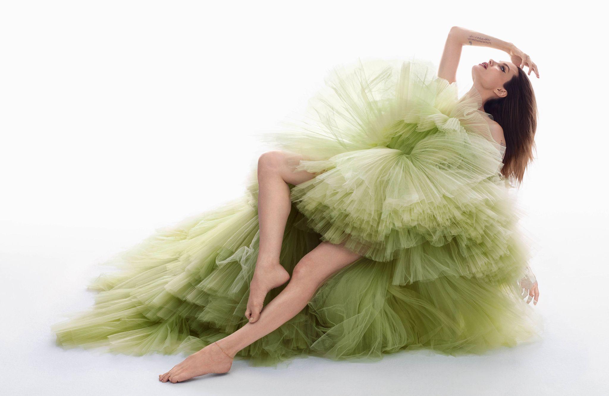 """""""Я хочу жить не в США, но мне мешает Брэд"""". Анджелина Джоли в съемке Harper's Bazaar (фото 1)"""