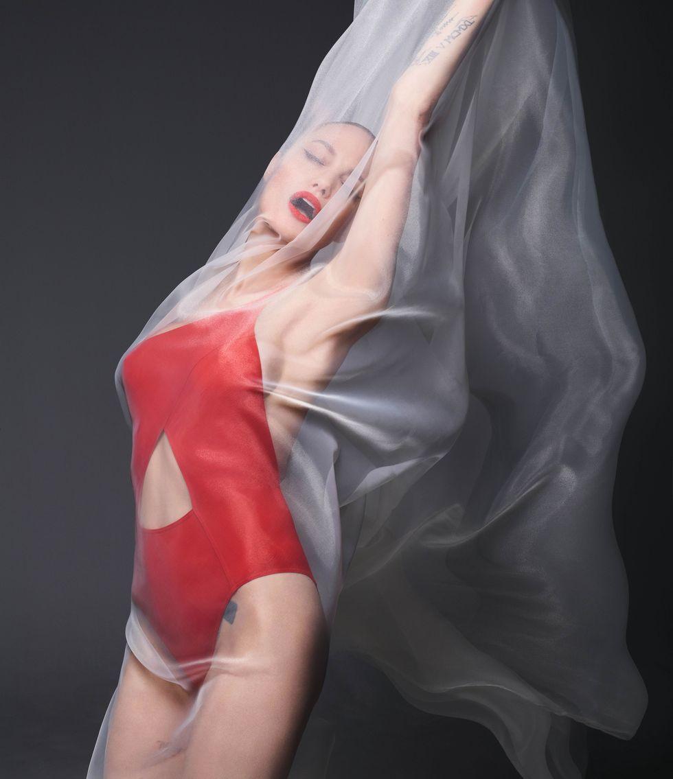 """""""Я хочу жить не в США, но мне мешает Брэд"""". Анджелина Джоли в съемке Harper's Bazaar (фото 4)"""