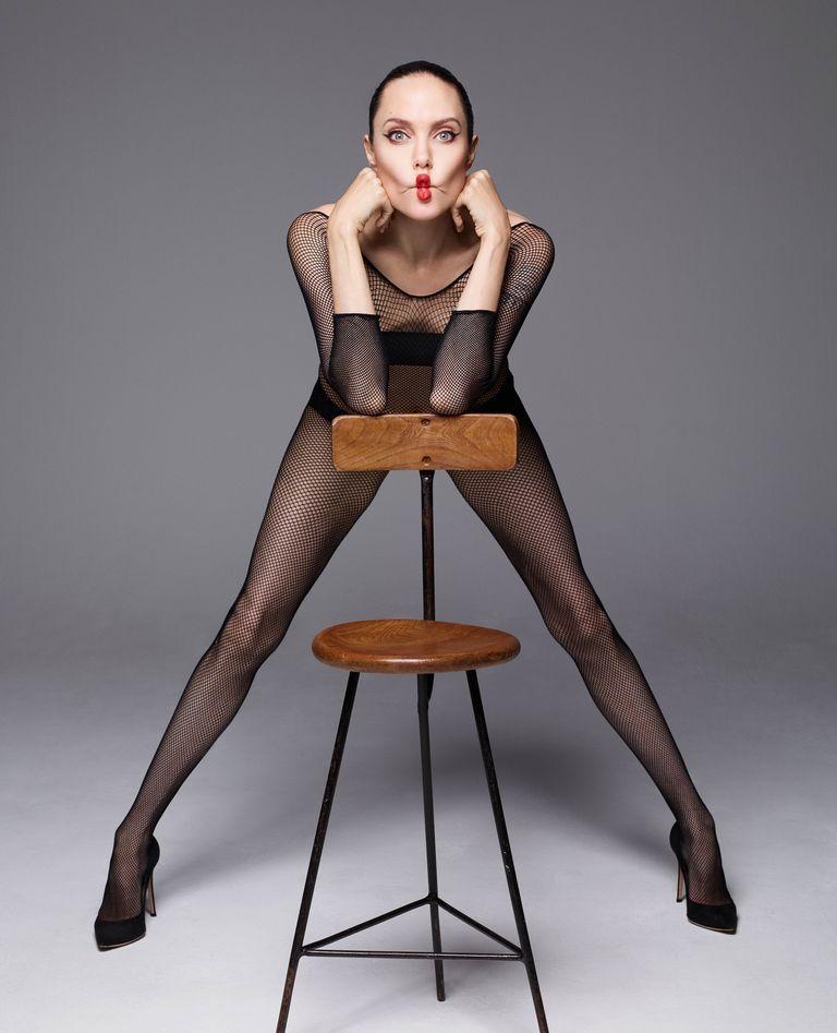 """""""Я хочу жить не в США, но мне мешает Брэд"""". Анджелина Джоли в съемке Harper's Bazaar (фото 5)"""