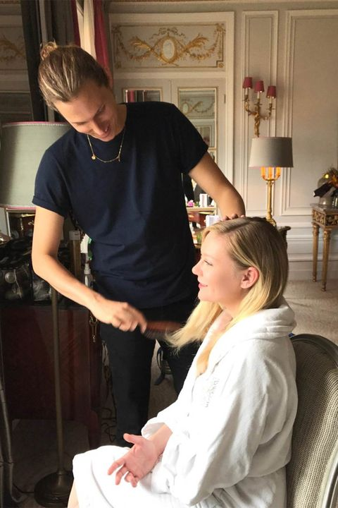 Hair, Shoulder, Hairstyle, Arm, Hand, Beauty salon, Barber, Hairdresser, Long hair, Ear,