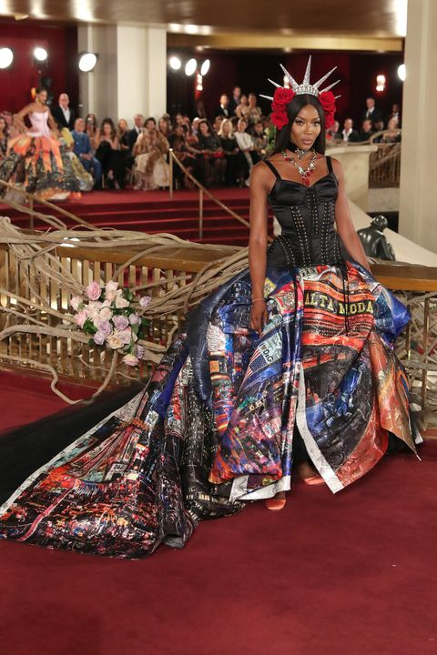 Red carpet, Carpet, Fashion, Flooring, Dress, Event, Fashion design, Haute couture, Gown, Formal wear,