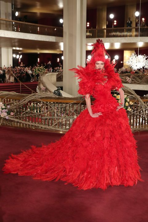 Red, Dress, Clothing, Fashion, Christmas tree, Flooring, Gown, Carpet, Red carpet, Event,
