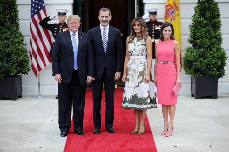 ¿Cuánto mide Donald Trump? - Estatura real y peso - Real height and weight - Página 2 Hbz-donald-trump-king-felipe-melania-trump-queen-letizia-gettyimages-978799744-1529434921
