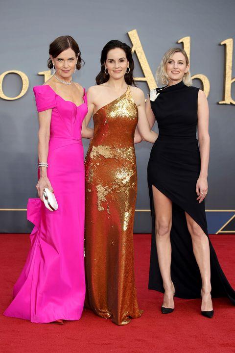 Red carpet, Carpet, Dress, Flooring, Clothing, Shoulder, Gown, Fashion, Event, Fashion model,