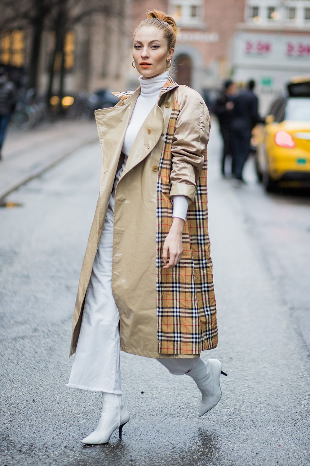 Burberry trench coat street style