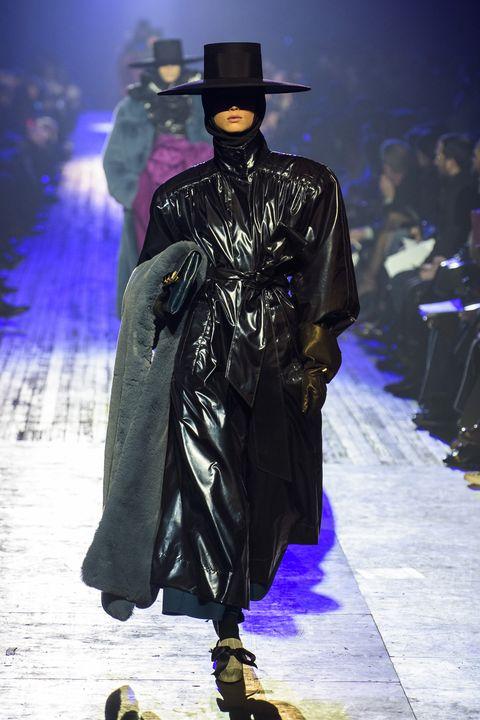 Fashion, Runway, Fashion show, Haute couture, Fashion model, Fashion design, Outerwear, Event,