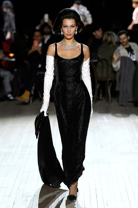 Fashion model, Fashion, Runway, Fashion show, Clothing, Dress, Haute couture, Shoulder, Event, Fashion design,