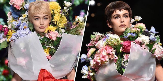 2346dad81d1b4 Gigi Hadid Kaia Gerber Flower Bouquet Moschino Spring 2018 - Moschino  Spring 2018 Show Milan Fashion Week