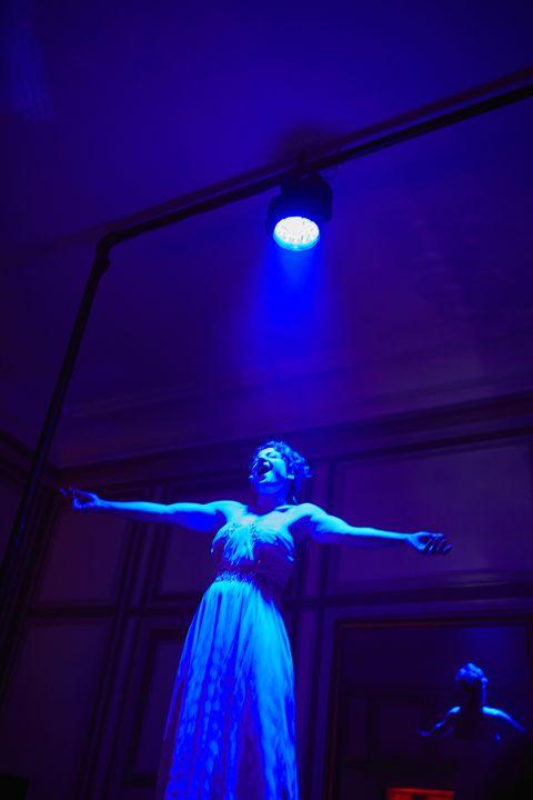 Performance, Blue, Entertainment, Light, Performance art, Performing arts, Lighting, Purple, Visual effect lighting, Event,