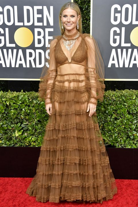 Red carpet, Carpet, Clothing, Dress, Fashion, Flooring, Premiere, Outerwear, Gown, Event,