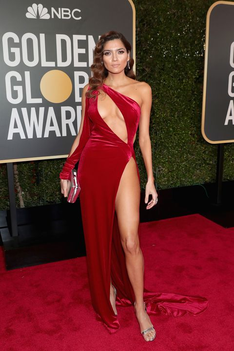 Red carpet, Clothing, Dress, Shoulder, Carpet, Thigh, Leg, Premiere, Joint, Fashion,