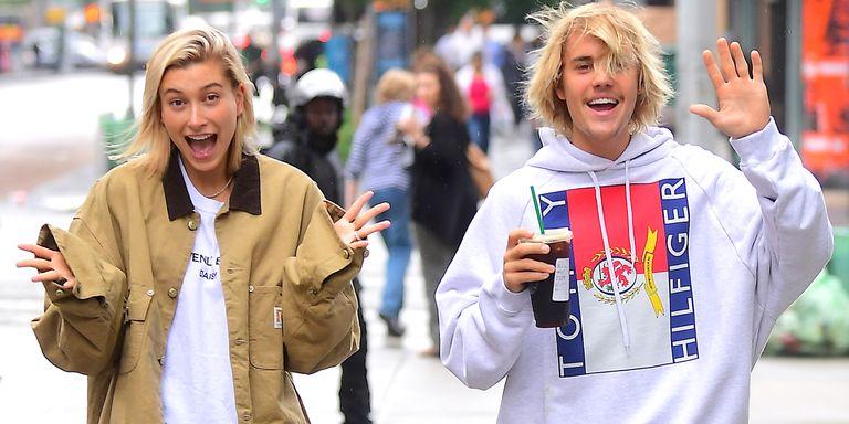 Waahhh mereka berdua semakin romantis aja nih Teens, selamat ya Justin Bieber dan Hailey Baldwin telah resmi bertunangan! (dok. Harper's Bazaar)