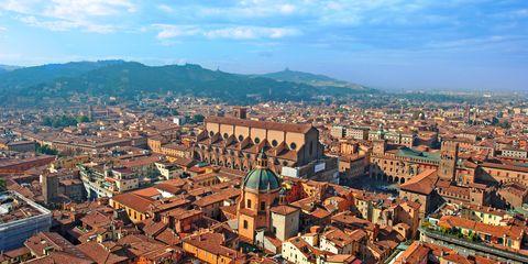 Urban area, City, Metropolitan area, Human settlement, Town, Bird's-eye view, Cityscape, Sky, Aerial photography, Roof,