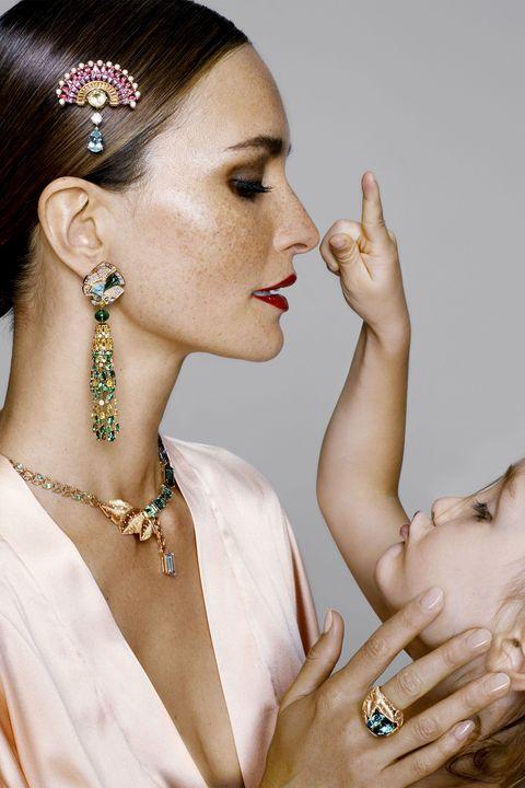 Headpiece, Hair accessory, Beauty, Jewellery, Fashion accessory, Hairstyle, Ear, Bridal accessory, Forehead, Lip,