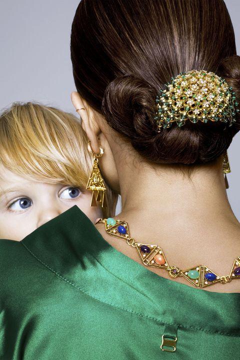 Hair, Ear, Earrings, Hairstyle, Green, Hair accessory, Fashion accessory, Style, Eyelash, Beauty,