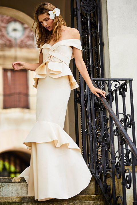 White, Clothing, Dress, Fashion model, Fashion, Gown, Beauty, Shoulder, Photo shoot, Model,
