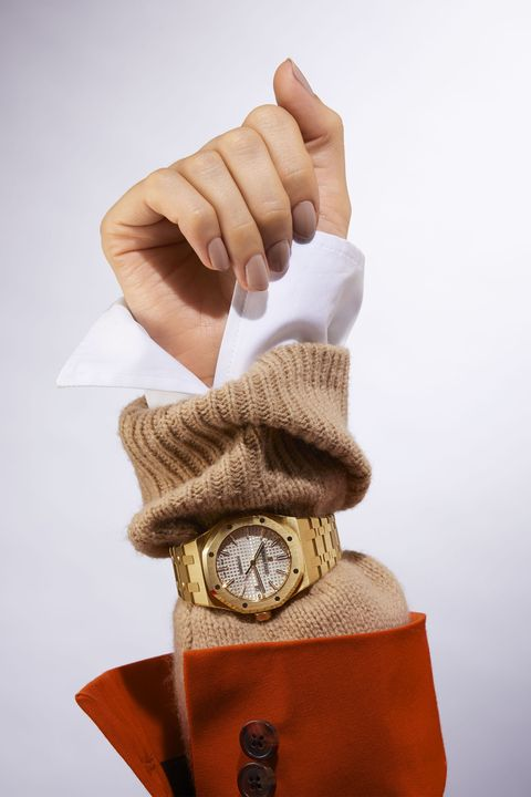 Hand, Product, Finger, Glove, Brown, Wrist, Beige, Thumb, Fashion accessory, Gesture,