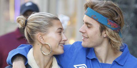 Hailey Baldwin sangat merasa beruntung bisa bertunangan dengan Justin Bieber (dok. Harper's bazaar)