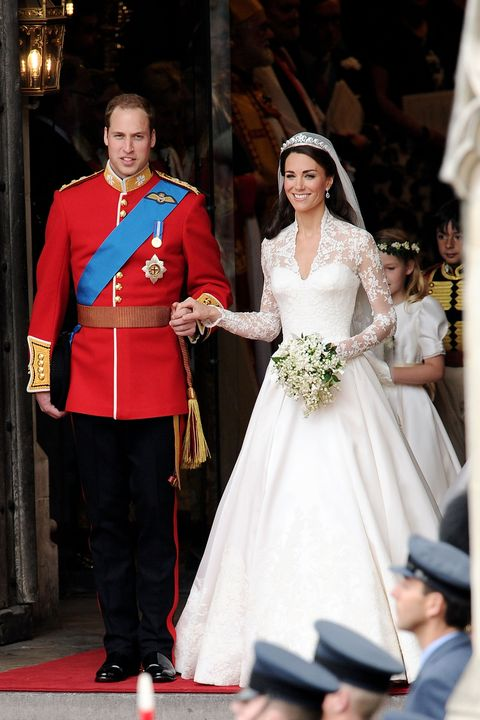8018560a5d5 A Replica of Kate Middleton Wedding Dress Is Selling at H M for  299