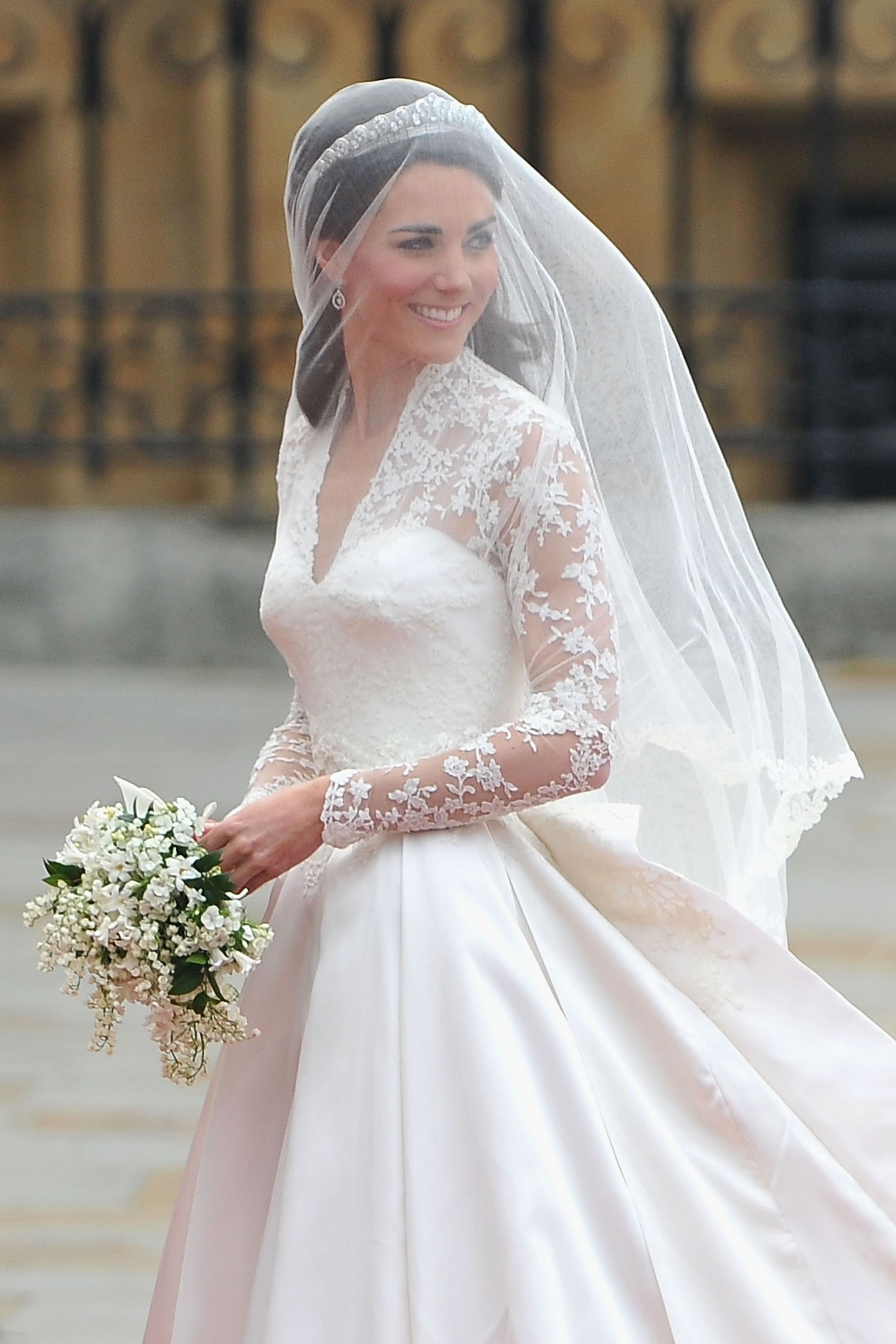 A Replica of Kate Middleton Wedding Dress Is Selling at HM for 299 A Replica of Kate Middleton Wedding Dress Is Selling at HM for 299 new images