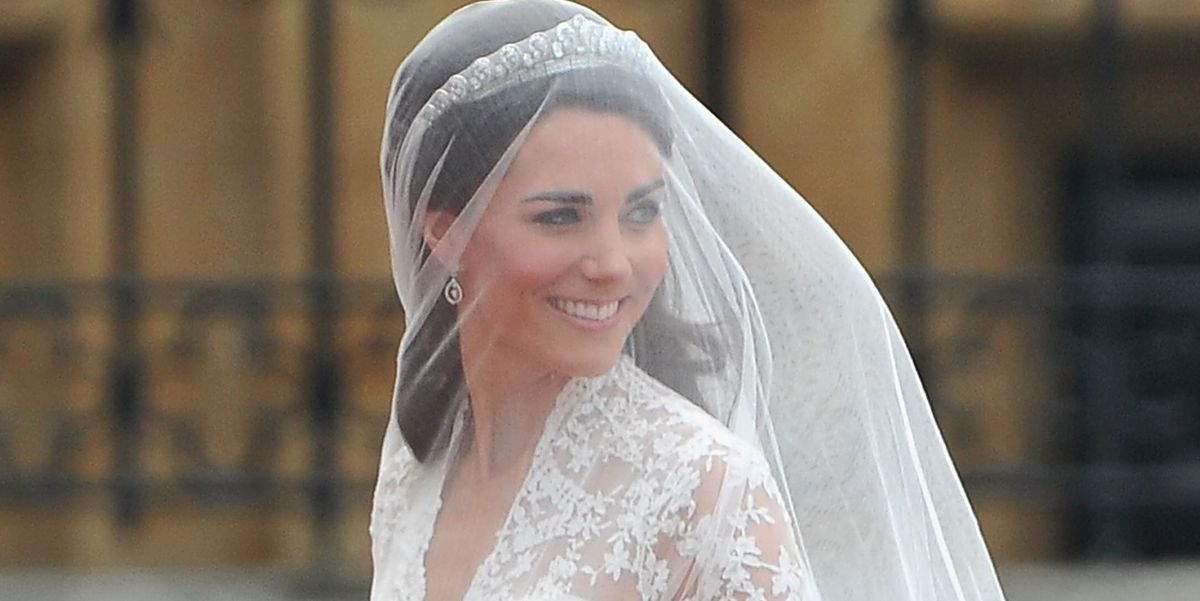 A Replica of Kate Middleton Wedding Dress Is Selling at H&M for $299