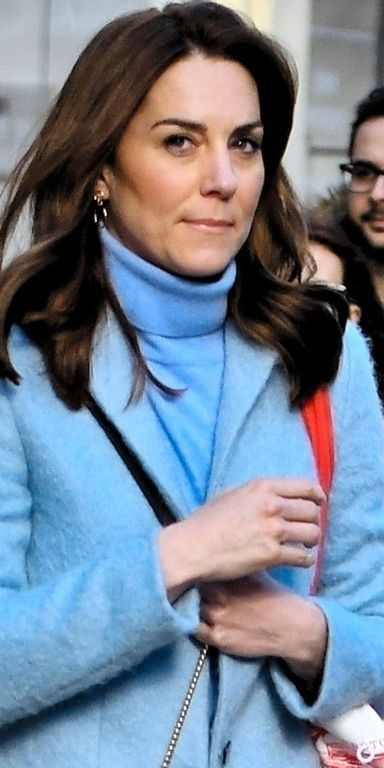 *EXCLUSIVE* Kate Middleton Duchess of Cambridge leaves Waterstones on Kensington High St with a huge haul of books! - ** WEB MUST CALL FOR PRICING **