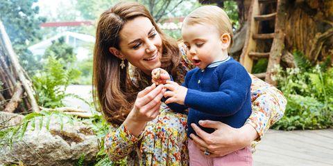 duchess of cambridge visits rhs chelsea flower show garden
