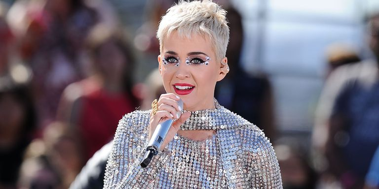 Katy perry shouts out taylor swift in her latest performance in a getty images katy perry voltagebd Image collections