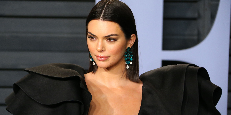 Kendall Jenner revives Chanel\'s 2.55 ankle bag