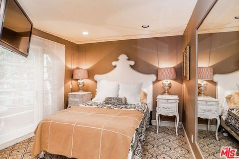 Bedroom, Room, Property, Furniture, Interior design, Bed, Ceiling, Suite, Real estate, Bedding,