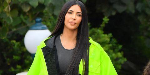 Hair, Green, Street fashion, Beauty, Black hair, Yellow, Hairstyle, Fashion, Long hair, Outerwear,