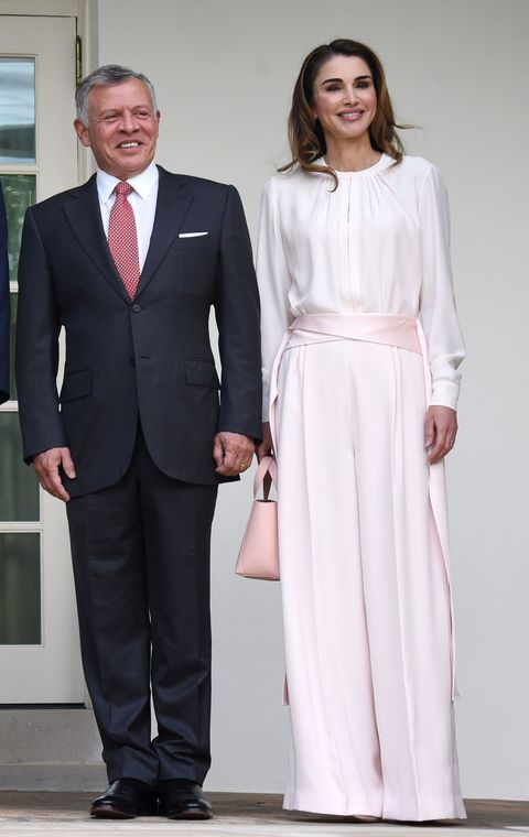 e29d6fd341a Queen Rania of Jordan Wears Pink to Visit Trumps at White House