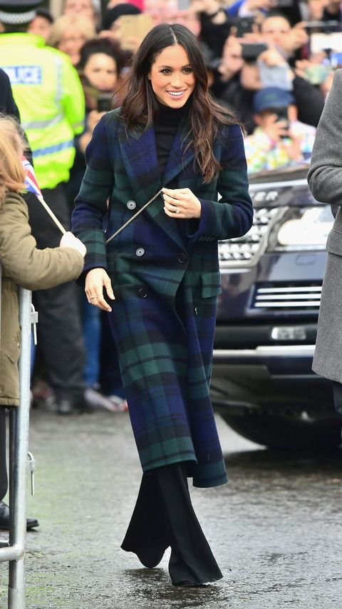 Clothing, Street fashion, Tartan, Plaid, Fashion, Footwear, Pattern, Textile, Snapshot, Leg,