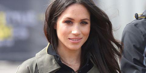 Hair, Face, Eyebrow, Hairstyle, Beauty, Chin, Lip, Smile, Brown hair, Black hair,