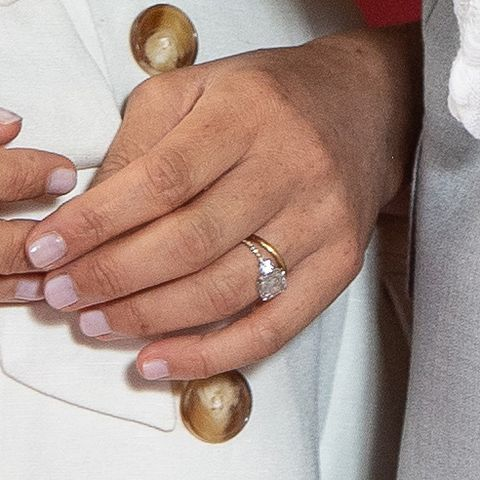 meghan markle changed her engagement ring meghan markle changed her engagement ring