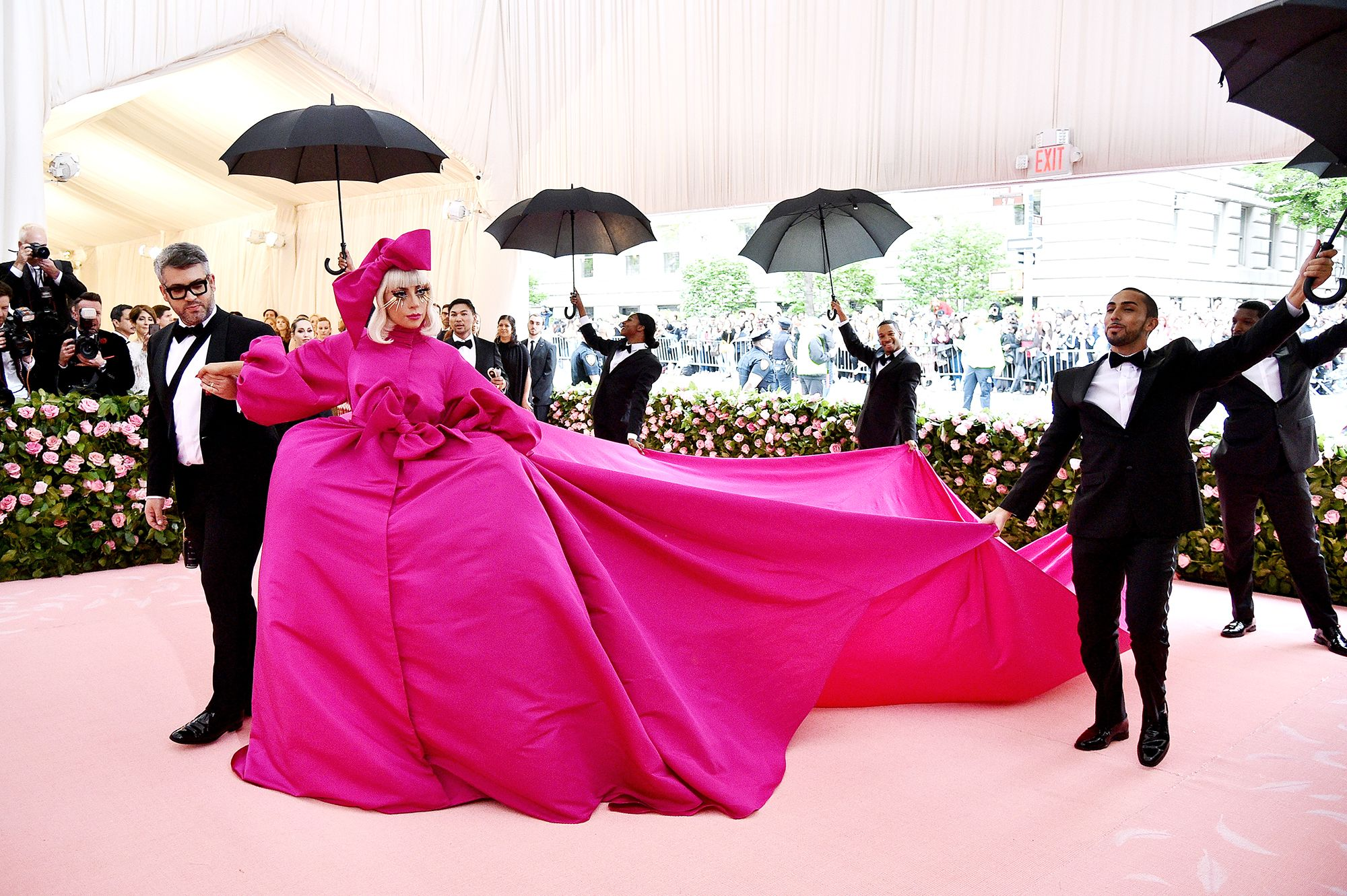 8f3ccd999b2a Lady Gaga Just Had 4 Outfit Changes on the Met Gala Red Carpet and We're  Deceased
