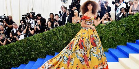 Dress, Formal wear, Suit, Fashion, Premiere, Gown, Day dress, Public event, One-piece garment, Carpet,