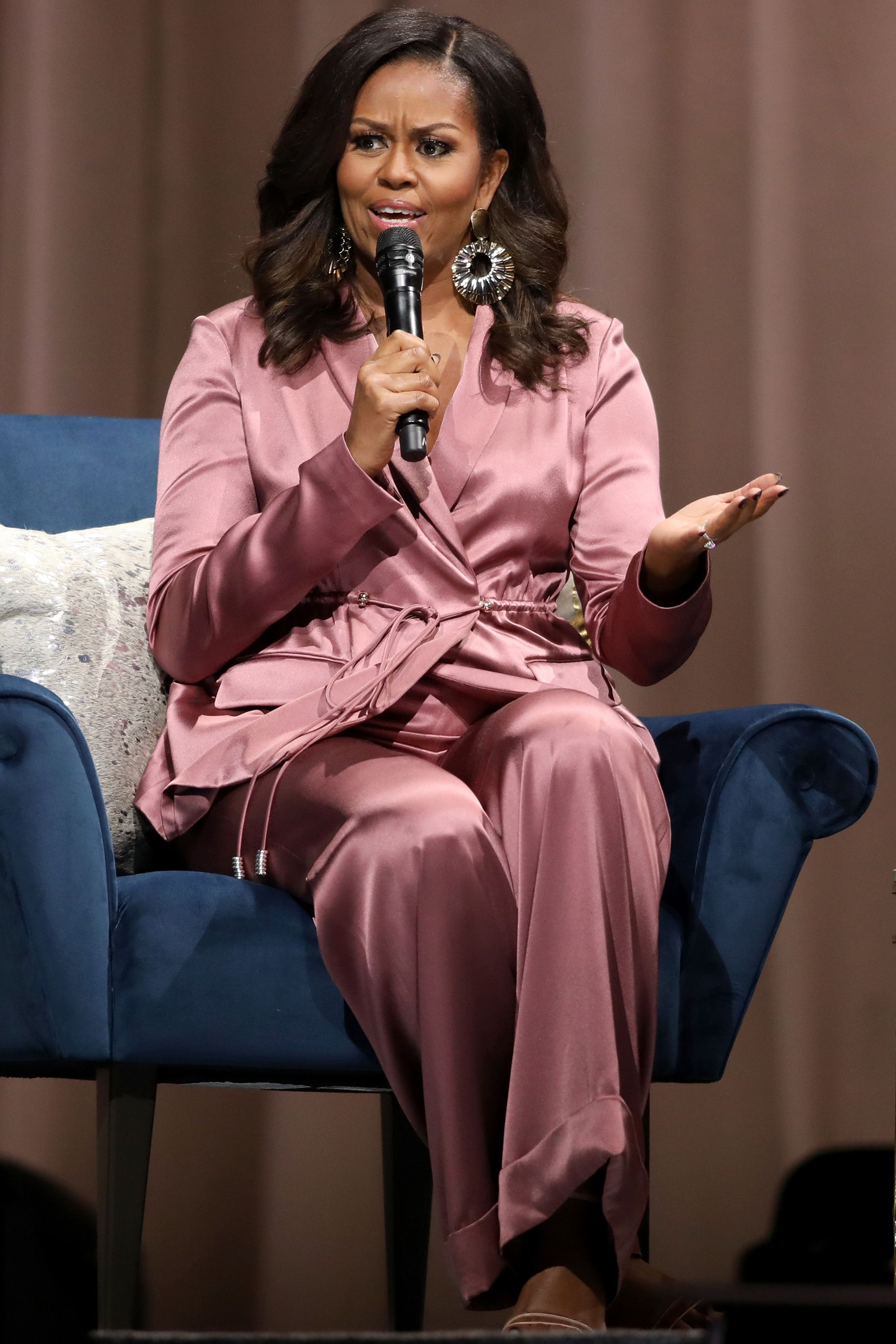 """Michelle Obama """"Becoming"""" book tour stop in San Jose"""