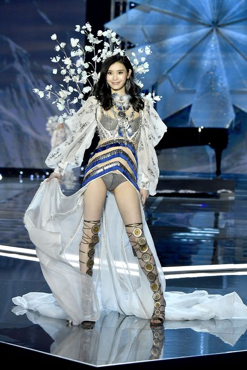 dc5f0cedf8 Ming Xi Responds to Falling at the Victoria s Secret Fashion Show ...