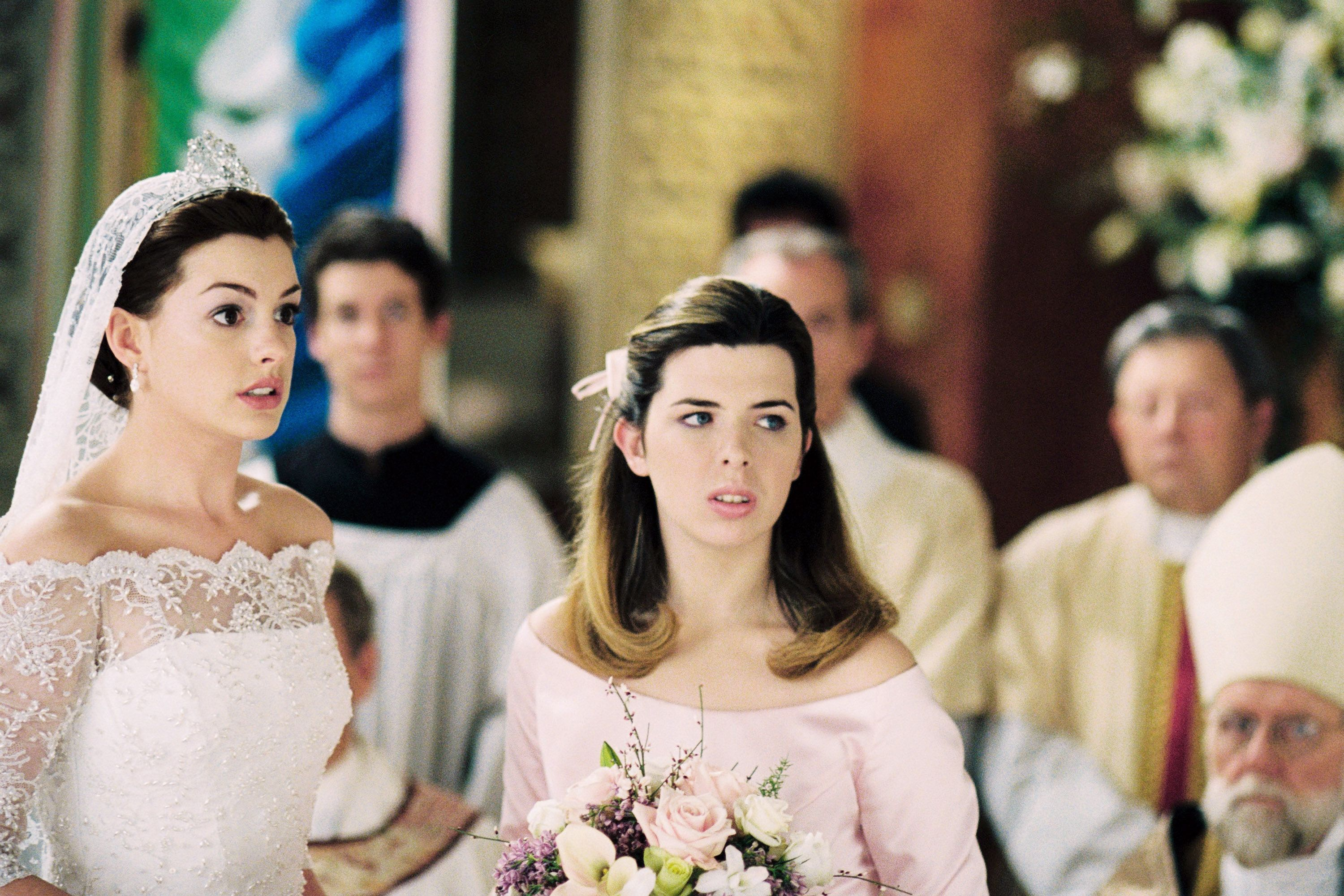 THE PRINCESS DIARIES 2: ROYAL ENGAGEMENT, front from left: Anne Hathaway, Heather Matarazzo, 2004, ©