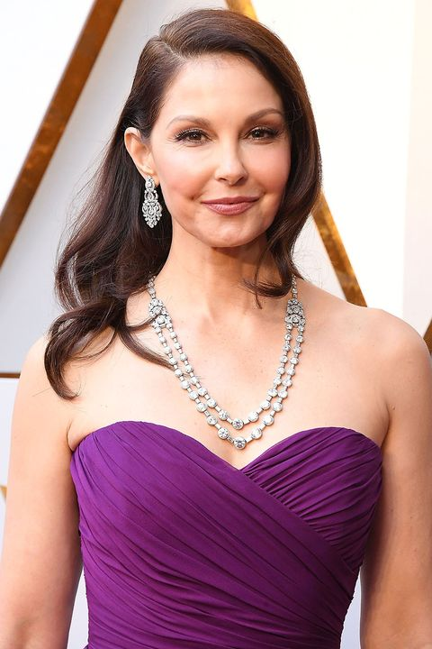 Hair, Shoulder, Clothing, Dress, Cocktail dress, Hairstyle, Strapless dress, Beauty, Purple, Gown,
