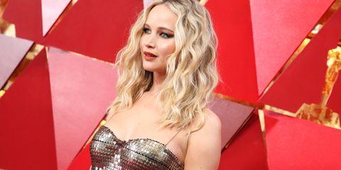 Hair, Blond, Beauty, Hairstyle, Long hair, Lip, Carpet, Flooring, Model, Red carpet,