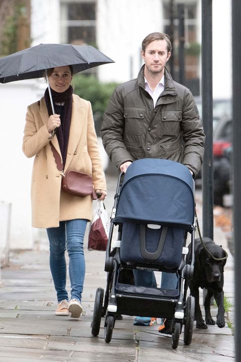 b98970cd7  EXCLUSIVE  Pippa Middleton braves the rain with her husband and newborn son