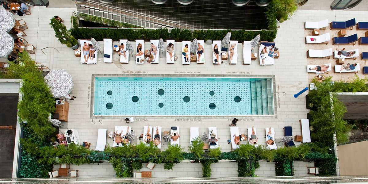 Best pools in new york city rooftop pools open to public in new york for Hotel new york swimming pool roof