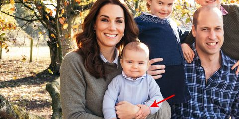 Prince Louis Holds Kate Middleton S Hand In The 2018 Royal Family Christmas Card