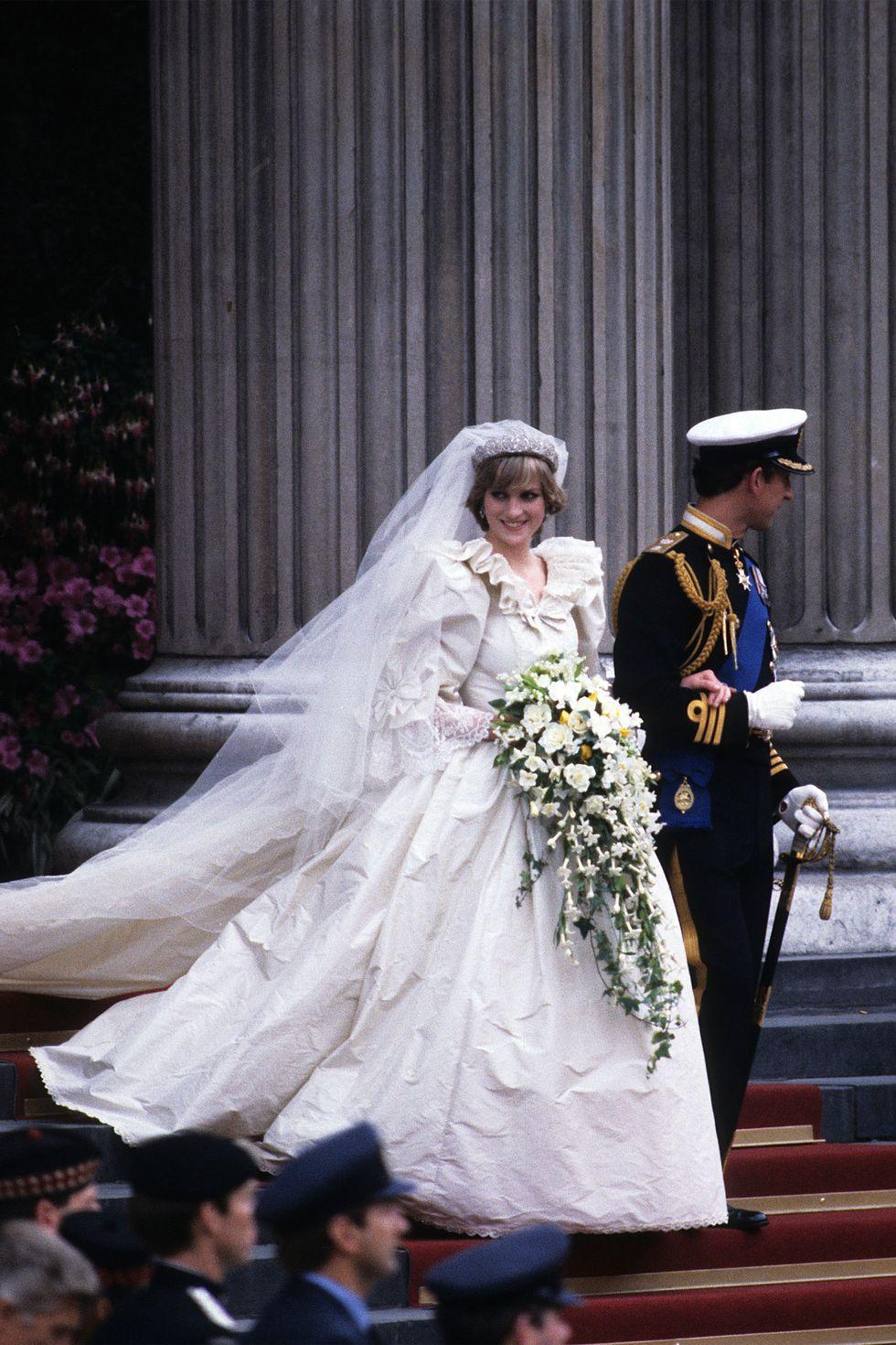 Masih jadi salah satu gaun pengantin paling mewah yang pernah ada hingga sekarang.