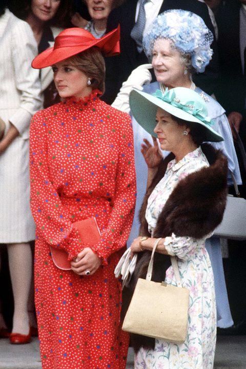 ダイアナ王妃 エリザベス女王 イギリス ロイヤルファミリー
