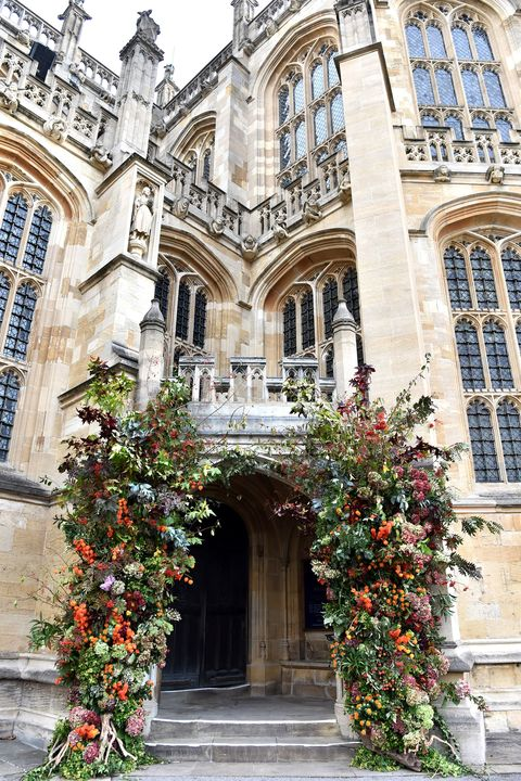 Building, Architecture, Arch, Property, Facade, Medieval architecture, Flower, Plant, Courtyard, Arcade,